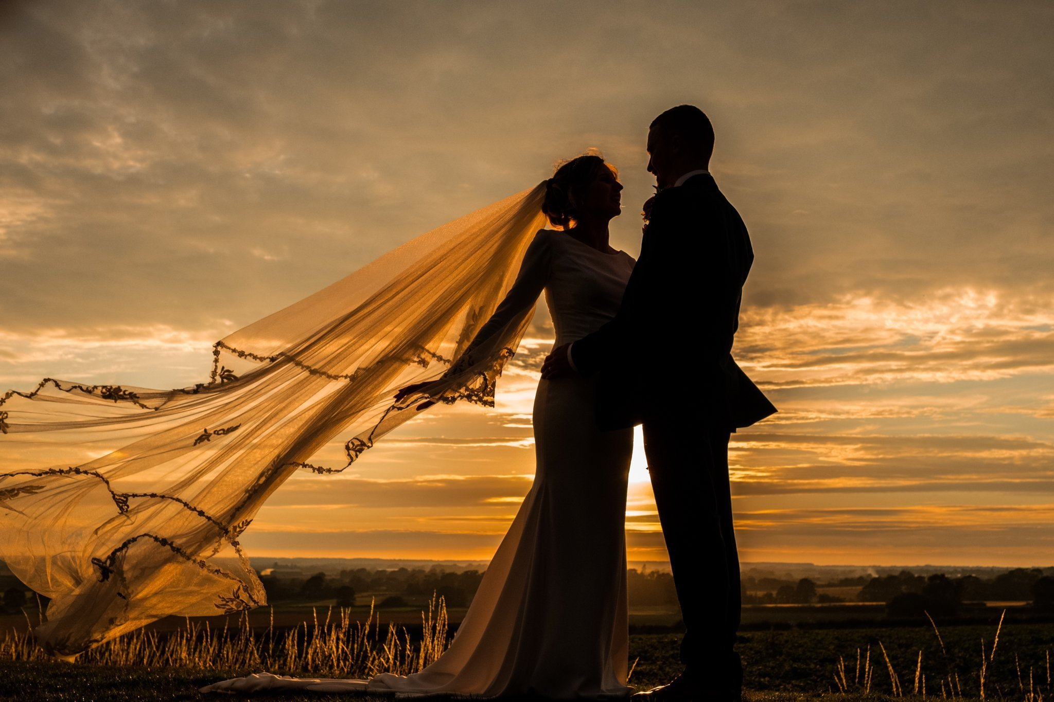 bride and groom sunset silhouette photograph